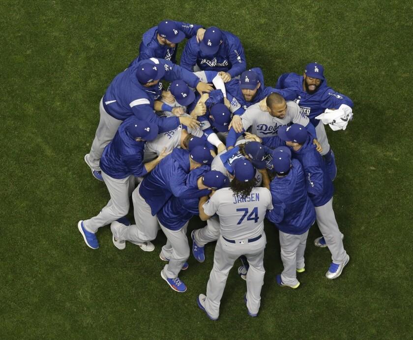 APphoto_NLCS Dodgers Brewers Baseball