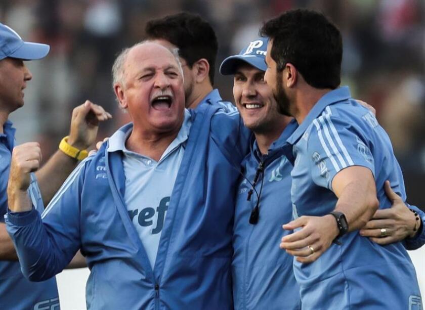 Luiz Felipe Scolari (i), entrenador de Palmeiras. EFE/Archivo