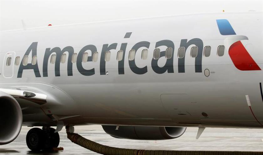 Fotografía de un avión de American Airlines 737-800. EFE/Archivo