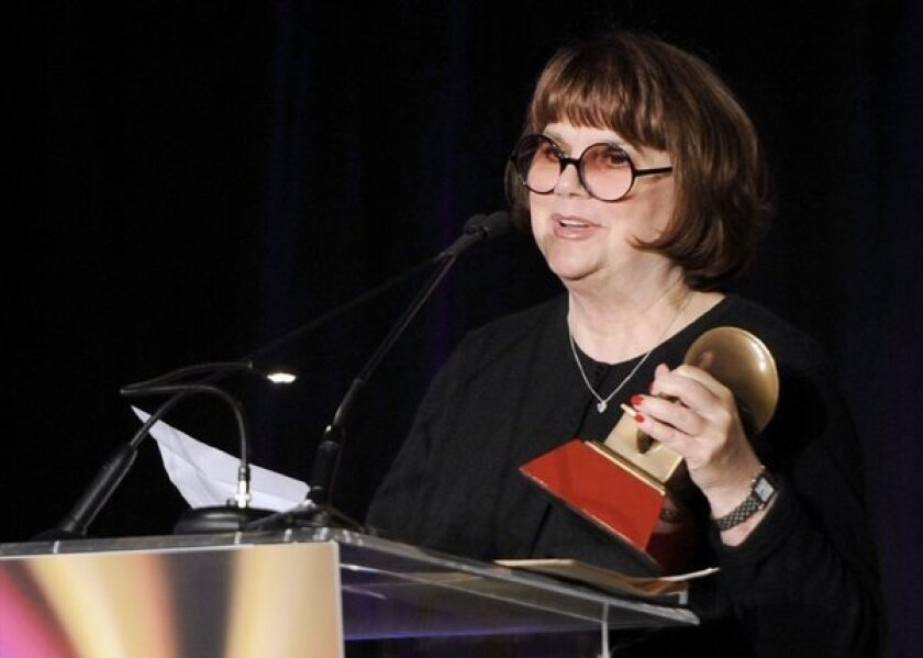 "Linda Ronstadt, accepting an award two years ago, says she has Parkinson's disease and ""can't sing a note."""