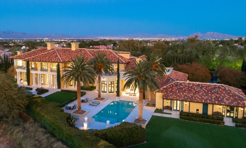 Steve Wynn's 13,500-square-foot Vegas villa holds six bedrooms, 10 bathrooms and a handful of high-tech living spaces.