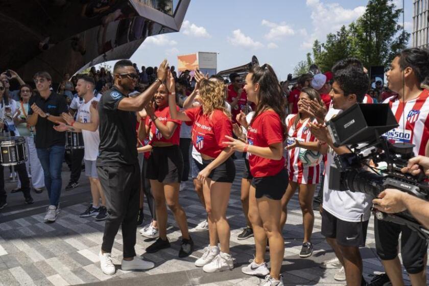 Eto'o y Morientes sorprenden a fans neoyorquinos en el monumental The Vessel