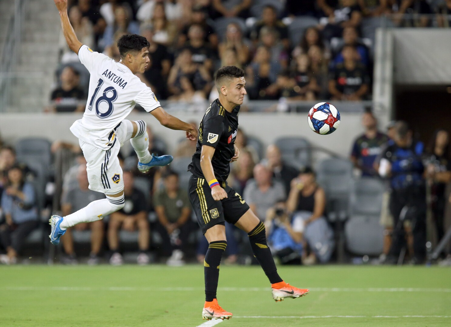 Carlos Vela exits early as LAFC and Galaxy play to tie