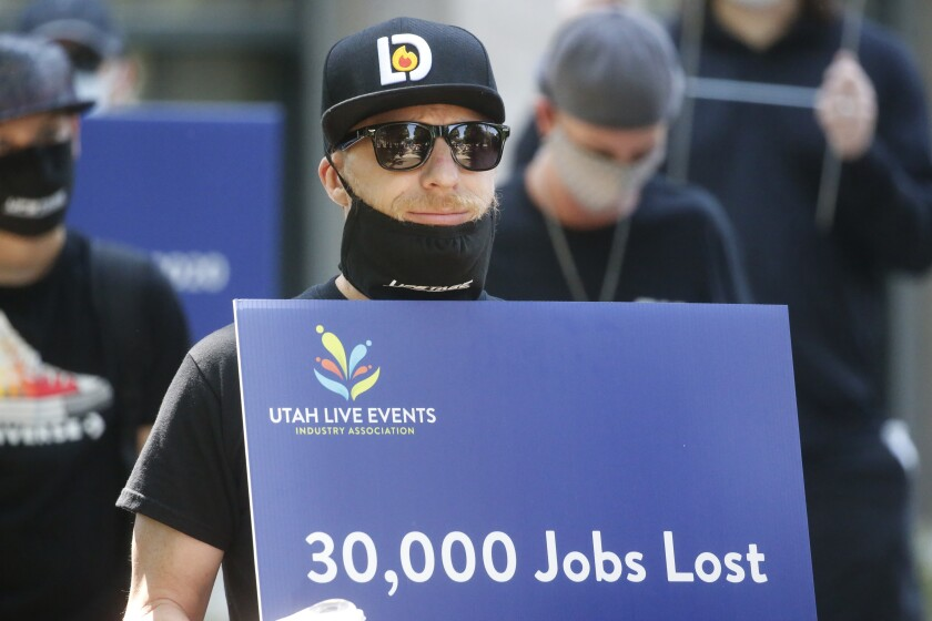 Covid 19 Unemployment 1 4 Million File Jobless Claims Los Angeles Times