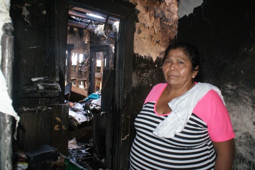 María Novas, originaria de México, recorrió la habitación destruida en la que vivió por 27 años.