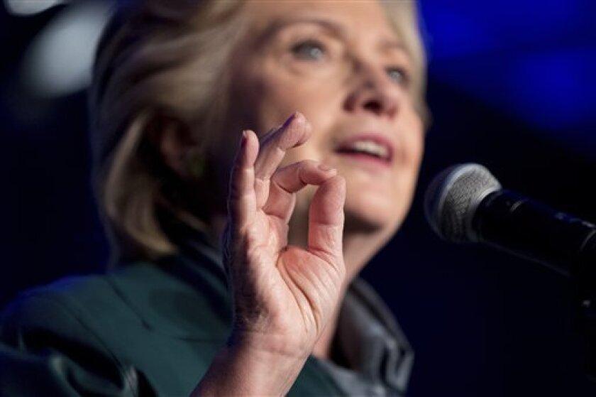 """La candidata demócrata a la Casa Blanca, Hillary Clinton, dijo hoy que el Donald Trump que aparece en el polémico vídeo haciendo comentarios denigrantes acerca de las mujeres es exactamente """"quien Donald Trump es""""."""