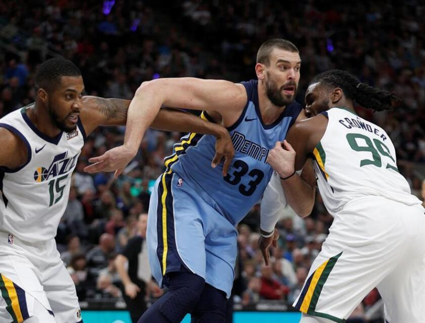 Marc Gasol de los Memphis Grizzlies en acción este viernes 30 de marzo de 2018, durante un partido de la NBA. EFE