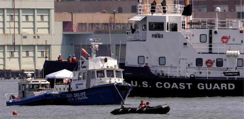 La Guardia Costera rescató hoy a uno de los dos ocupantes de una pequeña avioneta que se estrelló hoy en el océano Atlántico, frente a las costas de la localidad de Miami, y busca a una segunda persona, informó esta institución. EFE/Archivo