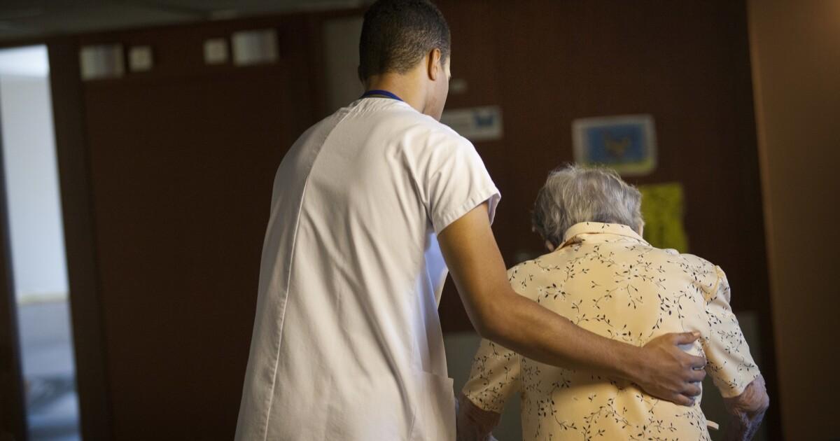 Apakah anda memiliki orang yang dicintai dalam fasilitas keperawatan? Beritahu kami tentang pengalaman mereka selama coronavirus krisis