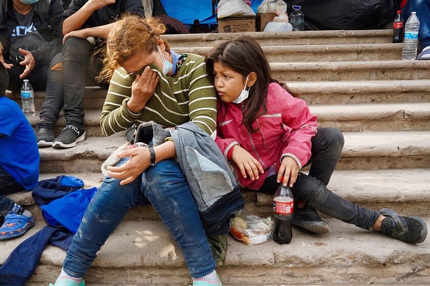Juana Cruz Funez and her daughter, Itzy Varela Cruz, look distraught.
