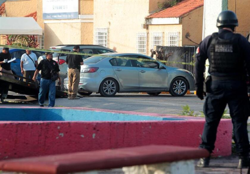 Encuentran cinco cuerpos en un auto cerca de fiscalía estatal en Cancún