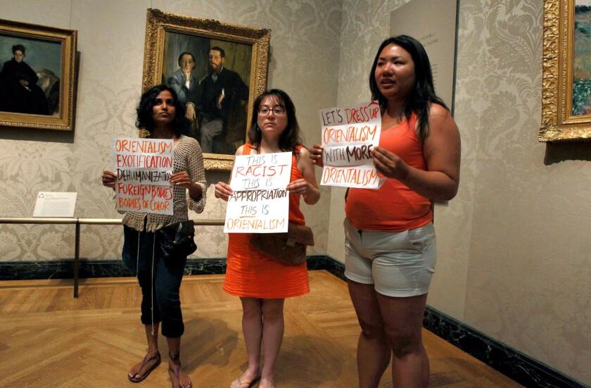 Kimono protest at museum