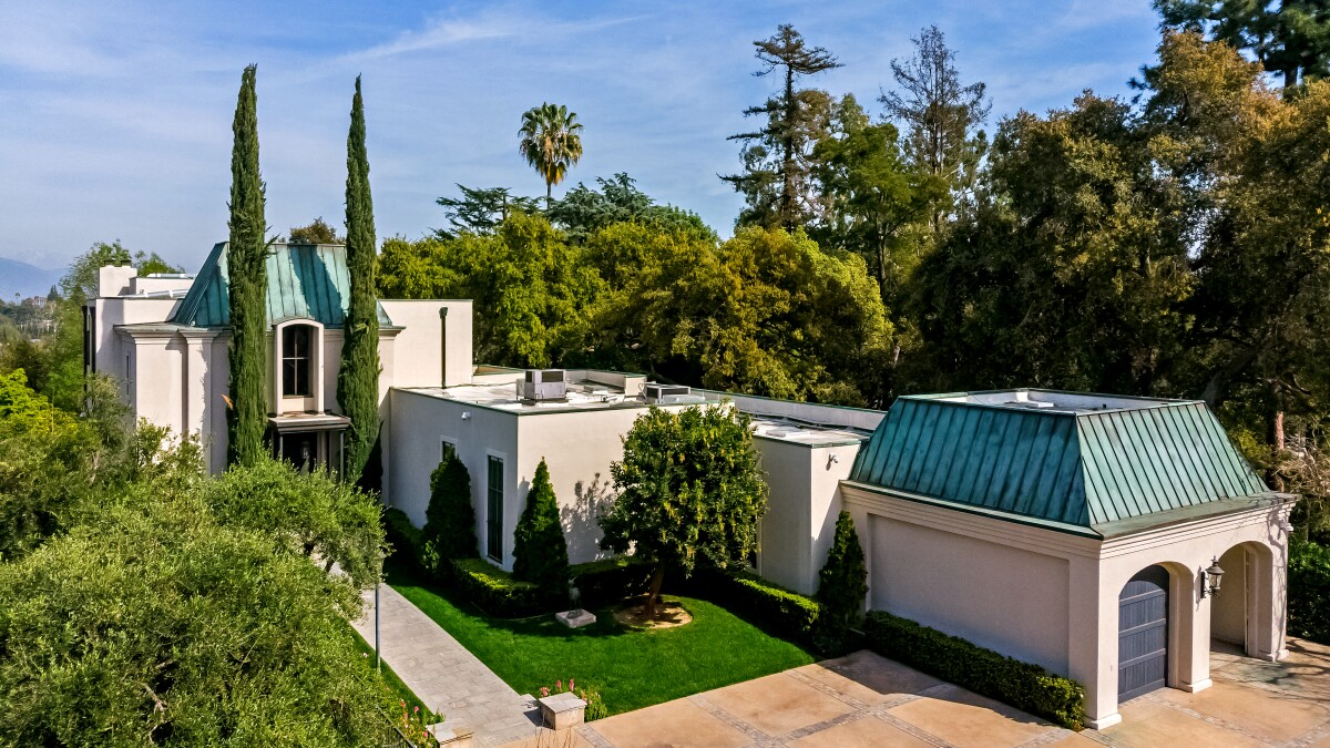 Image of article 'Home of the Week: In Pasadena, a monumental design by Bob Ray Offenhauser'