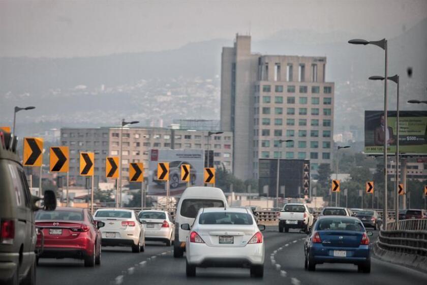 Las autoridades ambientales de la capital mexicana anunciaron hoy la suspensión de la contingencia ambiental por ozono ante la mejoría de las condiciones meteorológicas y el bajo nivel del contaminante en el aire. EFE/Archivo
