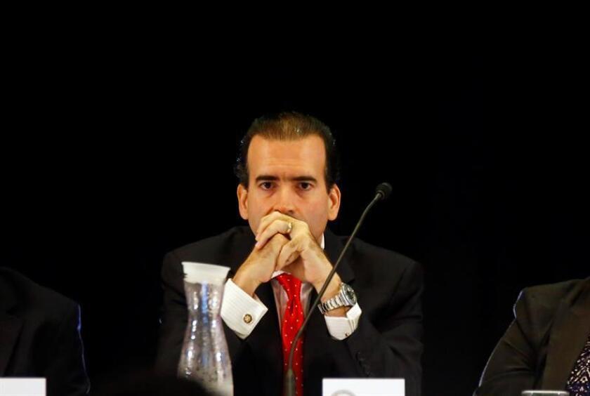 La Junta de Supervisión Fiscal (JSF) para Puerto Rico anunció hoy la aprobación de un nuevo Plan Fiscal revisado para la Autoridad de Energía Eléctrica (AEE) y para la Autoridad de Acueductos y Alcantarillados (AAA), tal como previamente se anunció el 29 de junio de 2018, informó hoy en un comunicado. El presidente de la JSF, José Carrión. EFE/ARCHIVO