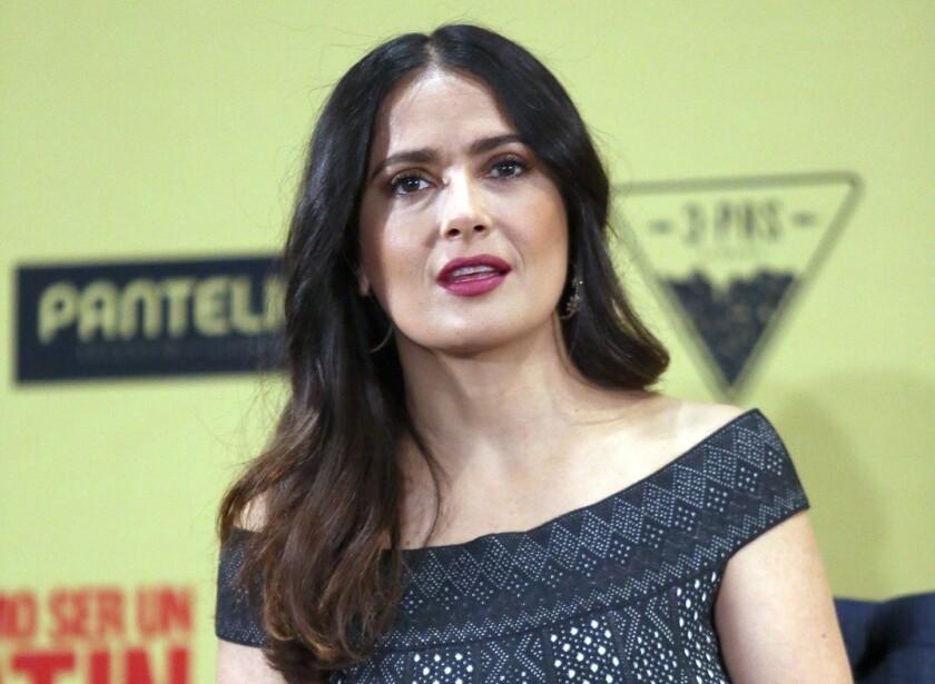 En una entrevista para la revista Town & Country, la actriz Salma Hayek reveló que hay gente que ahora se siente intimidada por ella.