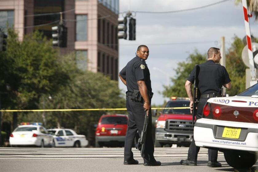 Vista de varios miembros del Departamento de Policía de Orlando. La ciudad floridiana de Orlando, en el centro del estado, aprobó hoy una resolución que prohíbe a los funcionarios y a la Policía local cuestionar el estatus migratorio de sus residentes. EFE/Archivo