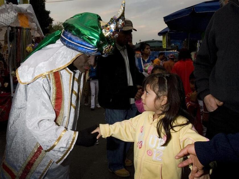 A cuatro días de la celebración del Día de Reyes en México, más de diez mil niños han escrito su carta en la oficina central del Servicio Postal Mexicano para pedir sus juguetes y expresar sus deseos a los Reyes Magos. EFE/ARCHIVO