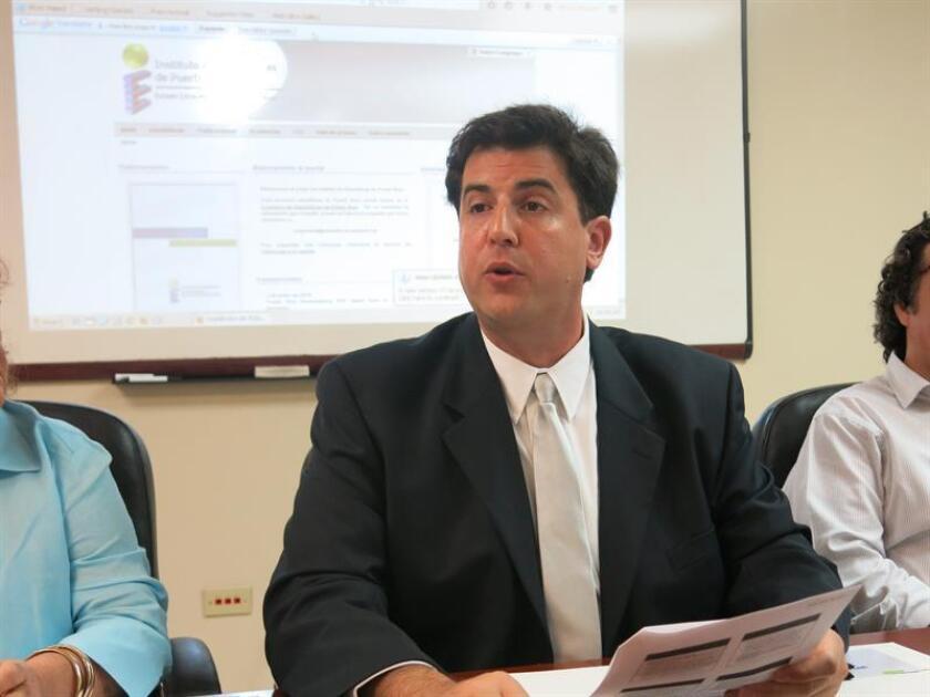 El director ejecutivo del Instituto de Estadísticas de Puerto Rico, Mario Marazzi-Santiago (c). EFE/Archivo