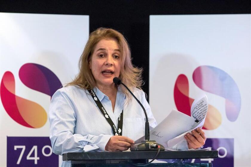 María Elvira Domínguez Lloreda, nueva presidenta de la SIP habla hoy, 22 de octubre de 2018, durante el cierre de la 74? Asamblea General de la Sociedad Interamericana de Prensa (SIP) en Salta (Argentina). EFE