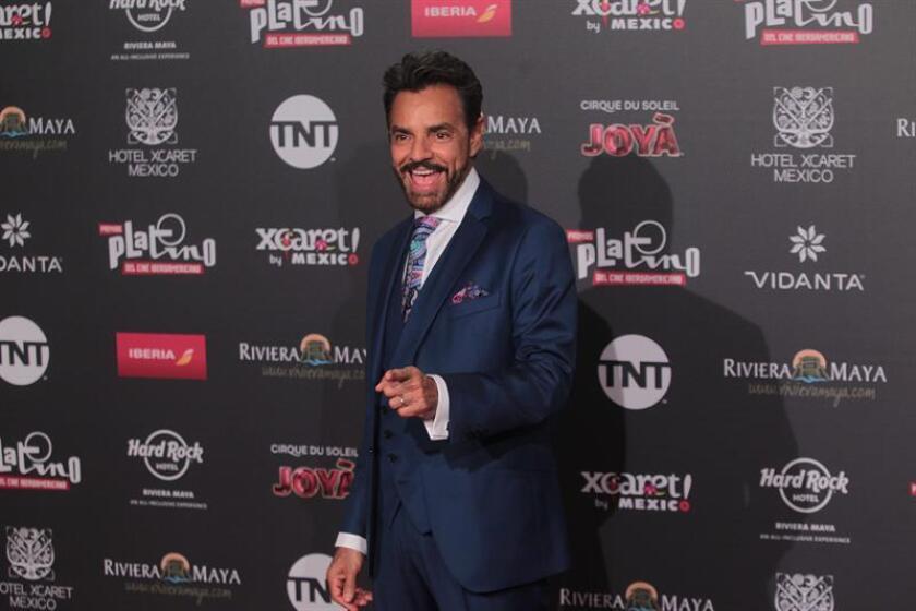El actor mexicano Eugenio Derbez posa a su llegada a la alfombra roja, previo a la entrega de los Premios Platino en su edicion 2018, en Playa del Carmen Quintana Roo (México). EFE