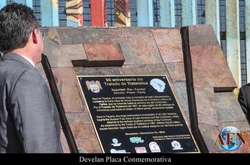 Develan Placa Conmemorativa