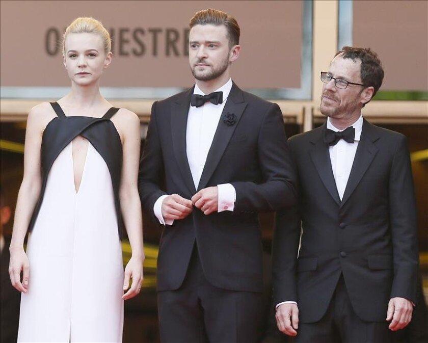 La actriz Carey Mulligan (i) junto al actor y cantante Justin Timberlake (c) y el director Ethan Coen (d). EFE/Archivo