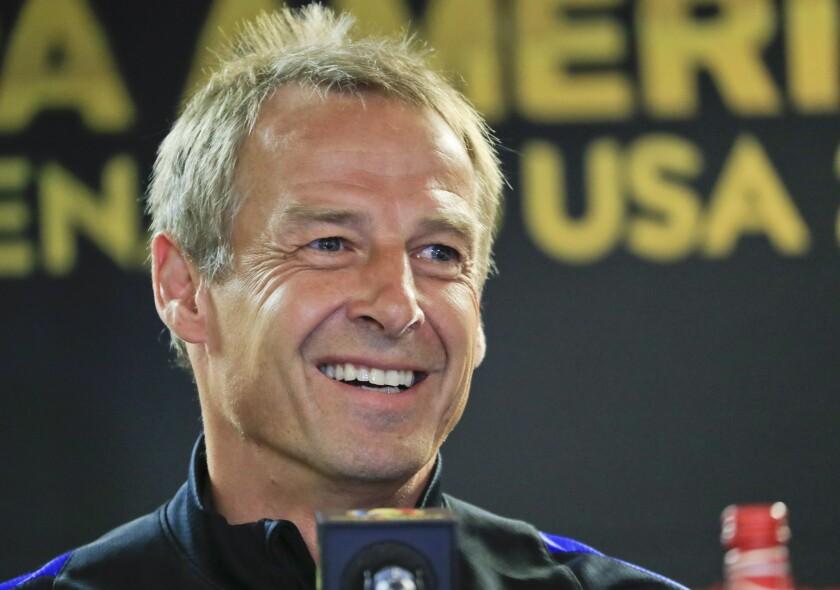 El entrenador del equipo estadounidense de fútbol, Jurgen Klinsmann, habla durante una rueda de prensa hoy, lunes 6 de junio de 2016, un día antes del partido por el grupo A contra Costa Rica por la Copa América Centenario 2016 en el Soldier Field, Chicago (Estados Unidos). EFE/KAMIL KRZACZYNSKI ** Usable by HOY and SD Only **