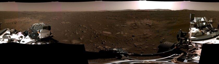 Esta imagen compuesta difundida por la NASA