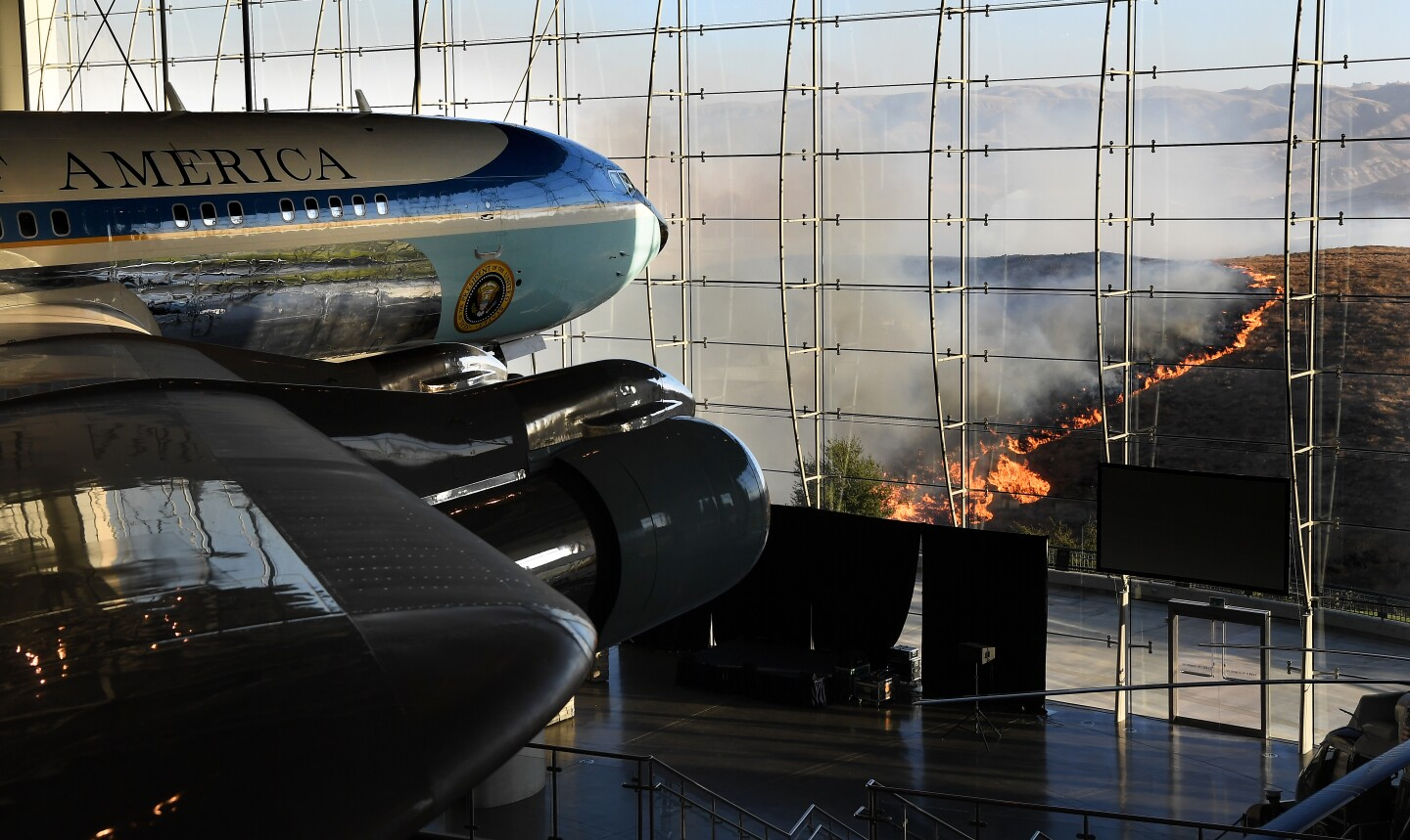 SIMI VALLEY, CALIFORNIA OCTOBER 30, 2019-President Ronald Reagan's Air Force One sits on display at the Reagan Library as the Easy Fire burns in the hills in Simi Valley Wednesday. (Wally Skalij/Los Angerles Times)