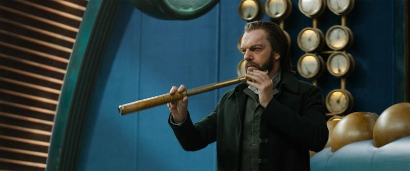 """El actor australiano Hugo Weaving en una escena de la nueva cinta """"Mortal Engines""""."""