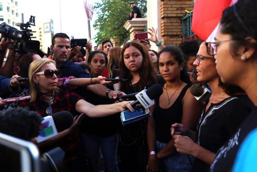 Vista de varios estudiantes de la Universidad de Puerto Rico durante una conferencia con los medios de comunicación. EFE/Archivo