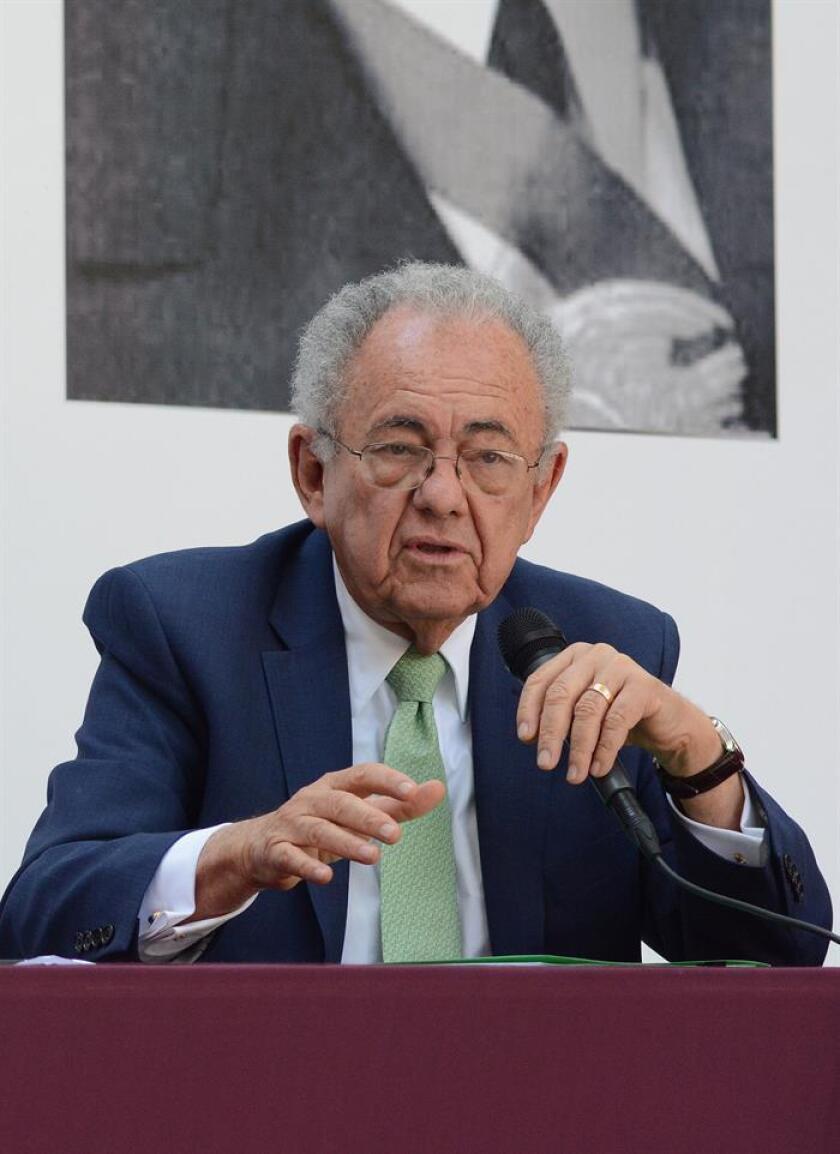 Fotografía cedida hoy, miércoles 24 de octubre de 2018, del próximo titular de la Secretaría de Comunicaciones y Transportes (SCT), Javier Jiménez Espriú, durante una rueda de prensa en Ciudad de México (México). EFE/Prensa AMLO