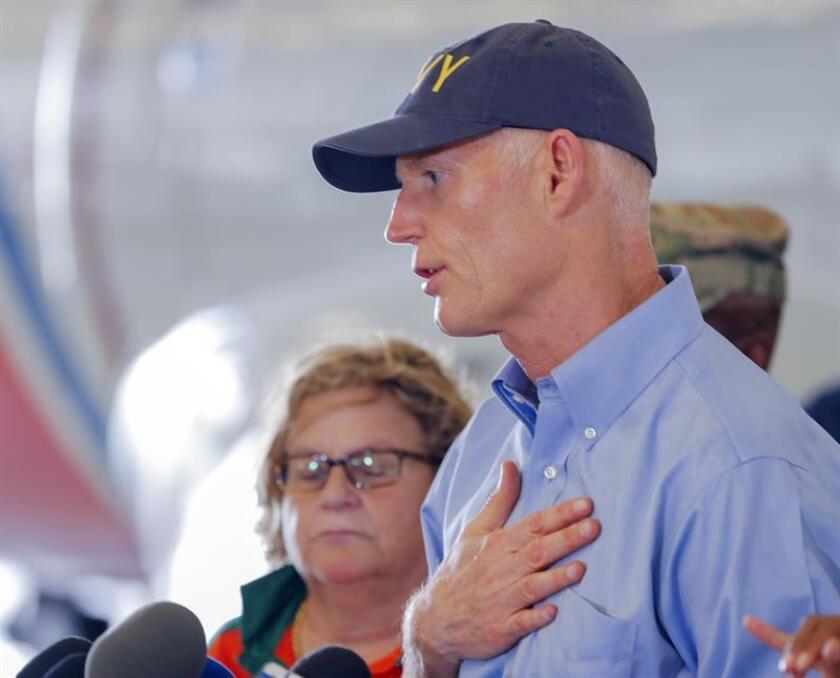 """El gobernador de Florida, Rick Scott, instó hoy al Senado a aprobar """"de inmediato"""" un paquete de ayuda para solventar los estragos ocasionados tras el paso del huracán Irma y ayudar a los puertorriqueños que han llegado al estado desplazados por María. EFE/ARCHIVO"""