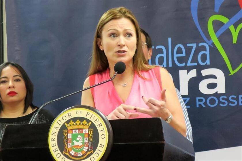 La secretaria del Departamento de Educación de Puerto Rico, Julia Keleher, ofrece declaraciones en una rueda de prensa en la Escuela Julián E. Blanco de Santurce, distrito de San Juan (Puerto Rico). EFE/Archivo