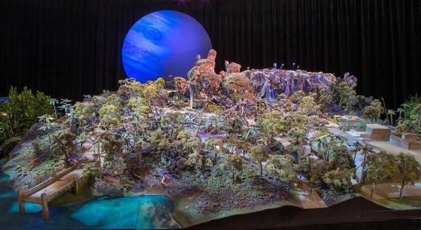 Fotografía cedida de una maqueta de la nueva atracción de Disney basada en el filme Avatar (2009) que abrirá su puertas el próximo 27 de mayo en el zoológico de Animal Kingdom, en el centro de Florida, según anunció hoy, martes 7 de febrero 2017, la organización. EFE/Disney/SÓLO USO EDITORIAL/NO VENTAS/CRÉDITO OBLIGATORIO
