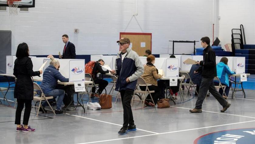El Partido Demócrata de Florida (FDP) demandó hoy en una corte al Gobierno estatal para que amplíe una semana más el plazo del registro de votantes, que culmina hoy, debido al cierre de oficinas públicas por el paso del huracán Michael por la costa oeste de la región. EFE/Archivo