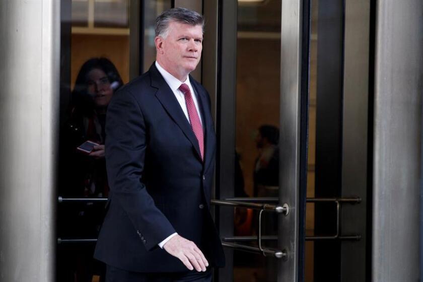Kevin Downing, abogado de Paul Manafort, el exjefe de campaña de Donald Trump, sale de una audiencia en el Tribunal Federal en Washington D.C (Estaods Unidos) hoy, 30 de noviembre de 2018. EFE