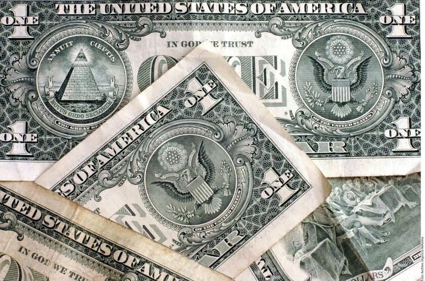 El dólar al menudeo se vende en 19.05 pesos, 22 centavos más que la sesión anterior, mientras que a la compra opera en 18.30 unidades, en ventanillas de Banamex.