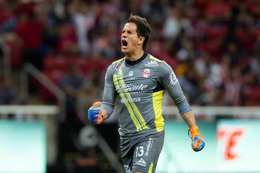 El uruguayo Sebastián Sosa, portero de Monarcas Morelia, señaló hoy que solo piensa en sacar un resultado favorable el próximo viernes en casa frente al Cruz Azul, líder del fútbol mexicano y así poder clasificarse a la liguilla. EFE/ARCHIVO