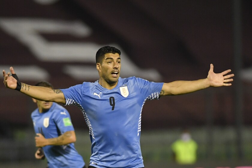 El delantero uruguayo Luis Suárez reacciona durante el partido contra Venezuela