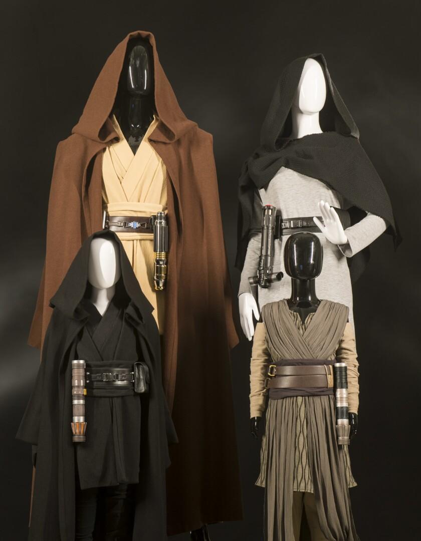 Star Wars: GalaxyÕs Edge Merchandise Ð Apparel