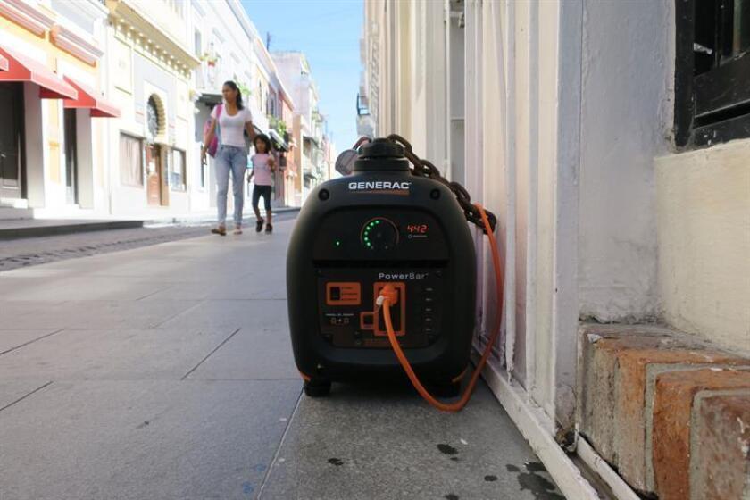La presidenta de la Junta Reglamentadora de Telecomunicaciones (JRT) de Puerto Rico, Sandra Torres, informó hoy que actualmente un 94 por ciento de las radiobases ya están dando servicio de telecomunicaciones, pero de esa totalidad, un 46 por ciento está operando aún con generadores eléctricos, a la vez que dijo que la falta de comunicación con la autoridad eléctrica esta retrasando la recuperación. EFE/ARCHIVO