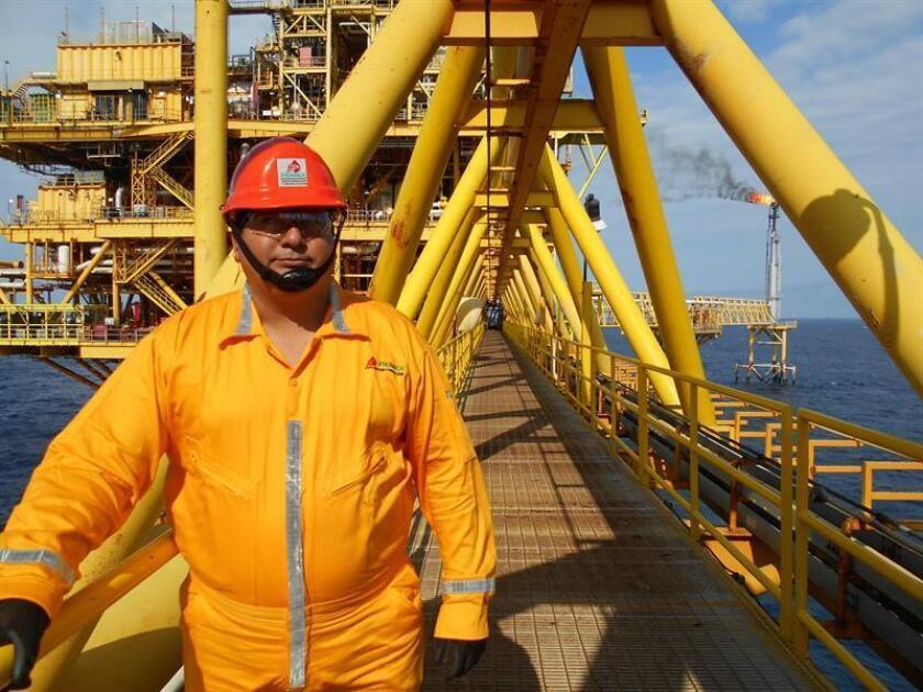 Vista general de una plataforma petrolera en la Sonda de Campeche (México). EFE/Archivo