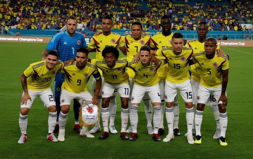Fotografía tomada el pasado viernes en la que se registró al equipo titular de la selección colombiana de fútbol, antes de afrontar un partido amistoso contra Venezuela, en el estadio Hard Rock de Miami Gardens (Florida, EE.UU.). EFE