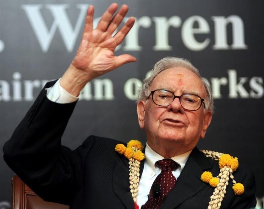 El multimillonario Warren Buffet, el tercer hombre más rico del planeta, participa en una ceremonia organizada por la Confederación de la Industria India (CII), en Bangalore, India, durante su primera visita al país, el miércoles 23 de marzo de 2011.EFE/Archivo