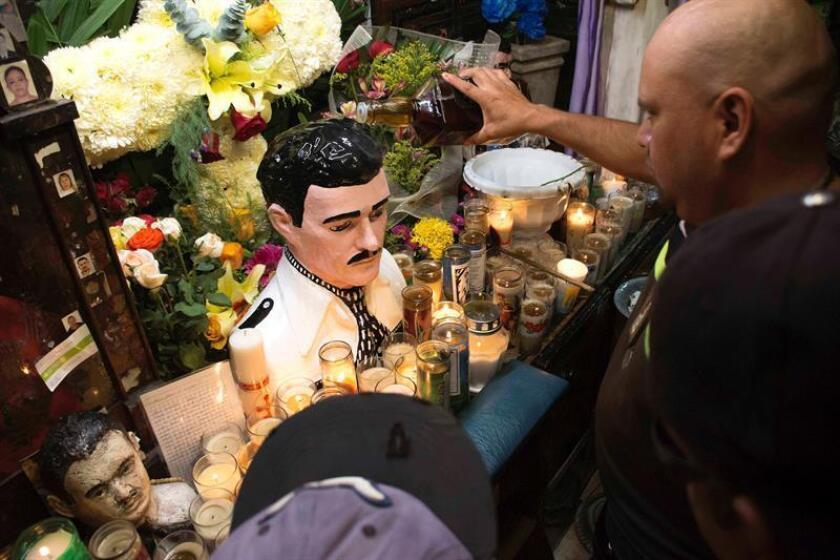 """En el juicio contra Joaquín Guzmán """"el Chapo"""" Loera que se celebra estos días en Nueva York, lejos de México, no podía faltar Jesús Malverde, el venerado santo de los narcos o, como le llaman otros, de los pobres. EFE/ARCHIVO"""
