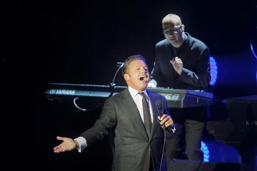 """El mexicano Luis Miguel se llevó el premio al álbum del año por """"México por Siempre"""" en la 19 edición de los Latin Grammy que se celebra hoy en Las Vegas (EE.UU.). EFE/ARCHIVO"""