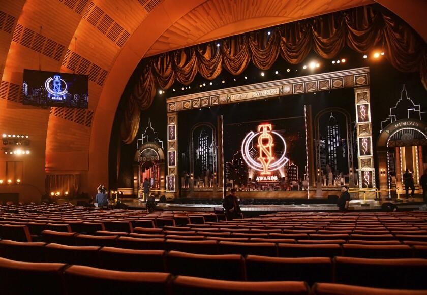 Una vista del escenario previo al comienzo de la 73a entrega anual de los Premios Tony