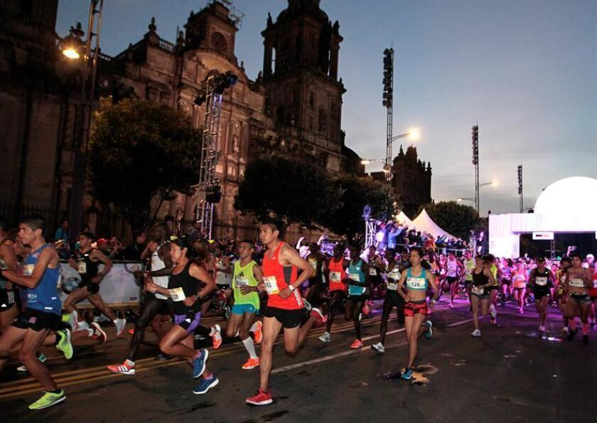 El Maratón de la Ciudad de México recibió hoy la etiqueta Oro de la IAAF con lo que se ratificó entre los 40 mejores maratones del mundo, además de ser el noveno con más corredores que llegan a la meta. EFE/ARCHIVO